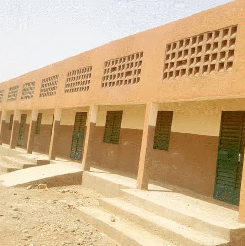 Una nueva escuela para el pueblo de Goulgountou en el municipio de Falangountou, cerca de la granja solar de Essakane. La escuela se completó en mayo de 2019 y abrirá para la próxima temporada de regreso a clases en octubre de 2020 (Falangountou, Burkina Faso, marzo de 2020).